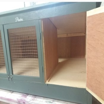 DREAMY PETZ HAND CRAFTED 8 FT X 3 FT HIGH X 3 FT DEEP SINGLE LARGE RABBIT HUTCH INSIDE VIEW