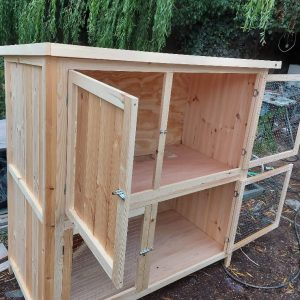 5 FT HAND CRAFTED DOUBLE RABBIT OR GUINEA PIG HUTCH (main image)