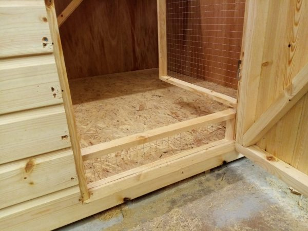 rabbit shed with internal mesh door